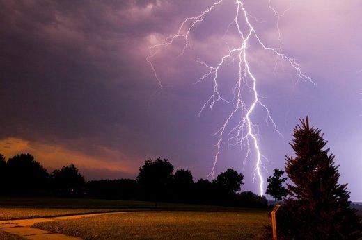 احتمال طوفان لحظهای و وقوع صاعقه در برخی نقاط استان اصفهان