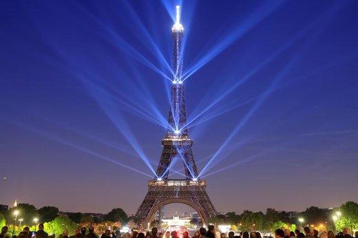 مراسم نورپردازی برج ایفل در صد و سیامین سالگرد تاسیس آن در شهر پاریس فرانسه