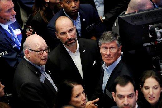 دارا خسروشاهی، مدیرعامل اوبر، رونالد شوگر و جان تاین با هم در بورس نیویورک ایستادهاند
