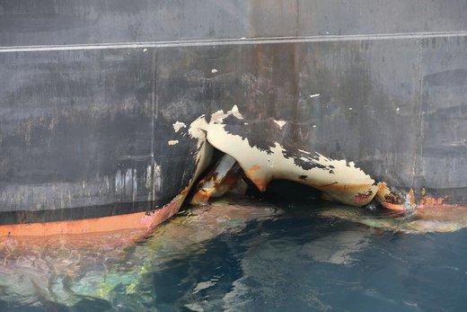 کشتی آسیب دیده در بندر فجیره، امارات متحده عربی