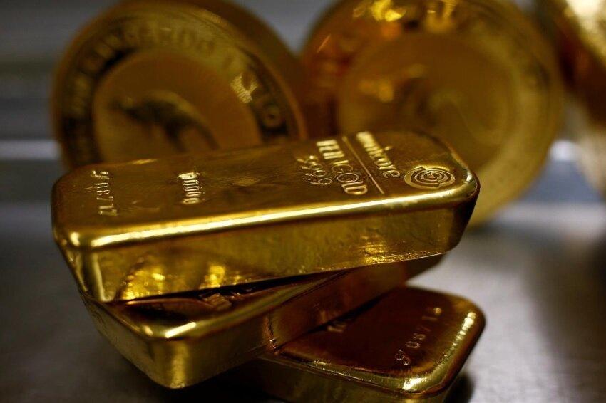 ایسنا نوشت: قیمت طلا در معاملات روز دوشنبه بازار جهانی تحت تاثیر خوش بینی بازار به بهبود روابط تجاری آمریکا و چین کاهش یافت اما افت ارزش دلار، کاهش قیمت این فلز ارزشمند را محدود کرد.