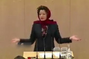 فیلم | نماینده پارلمان اتریش روسری سر کرد