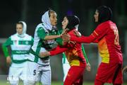 فیلم | زد و خورد شدید در لیگ برتر فوتبال بانوان!