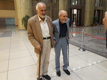 ماجرای عکس حاشیهساز/ بهزاد نبوی: ۴۰ سال است با هم مرتبطیم/ احمد توکلی: نمیتوانم روابط انسانی را کنار بگذارم/ عطریانفر: سناریو در کار نبود