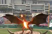 فیلم | پرواز اژدهای آتشخوار هواداران بیسبال را میخکوب کرد