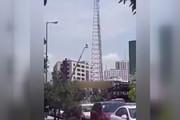 فیلم | تلاش یک دختر برای خودکشی از بالای دکل مخابراتی در شهرک غرب