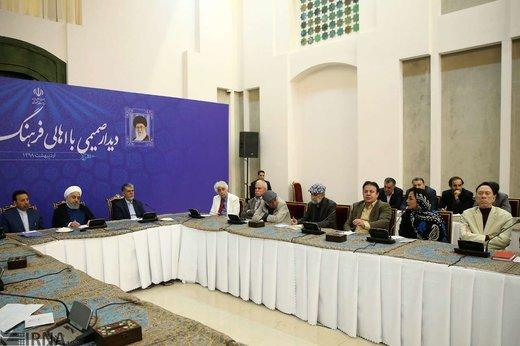 دیدار صمیمی رئیسجمهور با جمعی از اصحاب فرهنگ و هنر