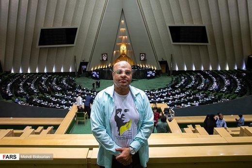 حضور قربانیان اسید پاشی در جلسه علنی مجلس