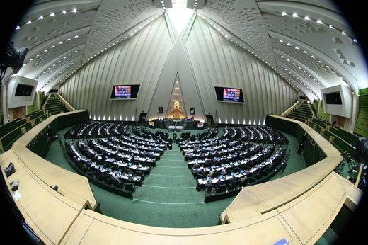 عکس | کارگردان «لانتوری» و قربانیان اسیدپاشی در مجلس شورای اسلامی