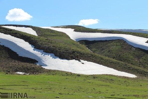 بهار برفی در تکاب