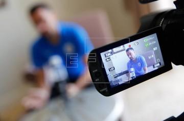 فیلم | مصاحبه اختصاصی عادل فردوسیپور با ژاوی در فرودگاه امام(ره)