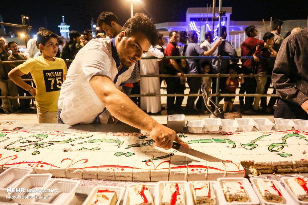 تصاویر | کیک ۱۰۰ متری قمیها به مناسبت میلاد امام حسن مجتبی(ع)