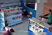 فیلم | لحظه شلیک به سارق مسلح قبل از اقدام به سرقت!