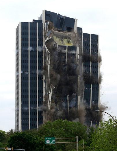 تخریب برج 21 طبقه در پنسیلوانیا