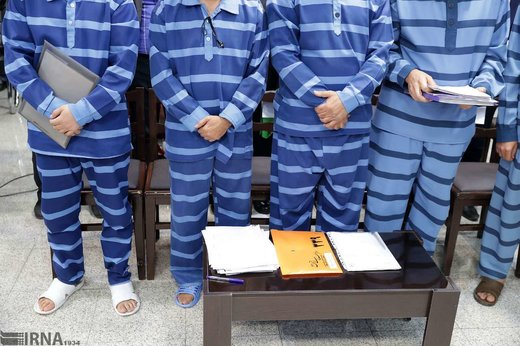 بچه مذهبیهایی که در دادگاه مفاسد مالی محاکمه میشوند/ خمس میدهند، کار خیر میکنند، هیات میروند ...