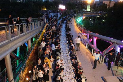 فیلم | سفره افطاری به طول پل طبیعت تهران