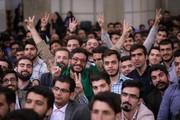 ماجرای عکسی که در دیدار رهبری با دانشجویان کنار ایشان قرار داشت/ حرف زور زدن دانشجوها و درخواست برای گرفتن فشار خون رهبری/ حاشیههای یک دیدار صمیمانه