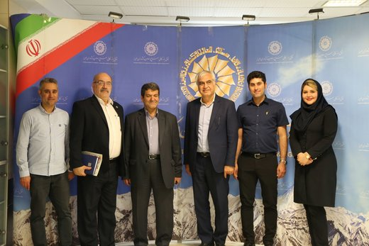 بازدید رئیس اتاق بازرگانی آبادان از نمایشگاه توانمندیهای تولید و صنعتی استان البرز