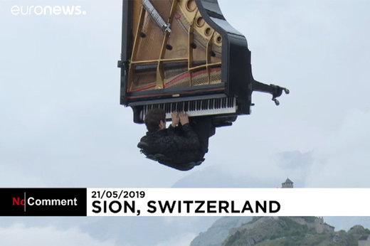 فیلم | پیانو نوازی معلق بین آسمان و زمین در سوئیس