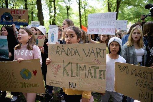 راهپیمایی در اعتراض به تغییرات آب و هوایی در شهر استکهلم سوئد