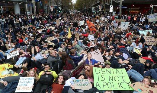 راهپیمایی در اعتراض به تغییرات آب و هوایی در شهر ملبورن استرالیا