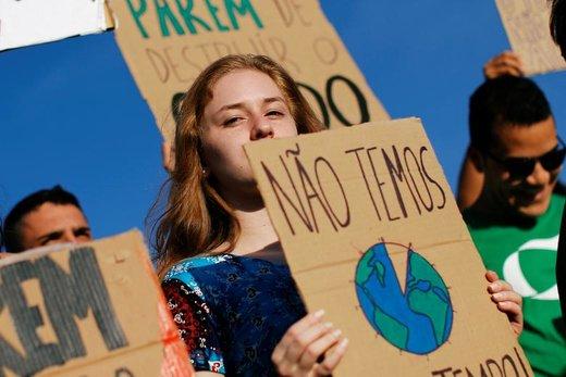 راهپیمایی در اعتراض به تغییرات آب و هوایی در شهر برازیلیا برزیل