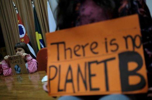 راهپیمایی در اعتراض به تغییرات آب و هوایی در شهر سائو پائولو برزیل