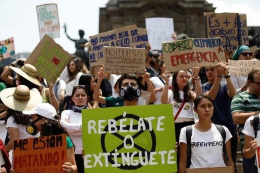 راهپیمایی در اعتراض به تغییرات آب و هوایی در شهر مکزیکوسیتی مکزیک