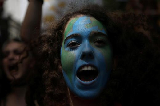 راهپیمایی در اعتراض به تغییرات آب و هوایی در شهر مادرید اسپانیا