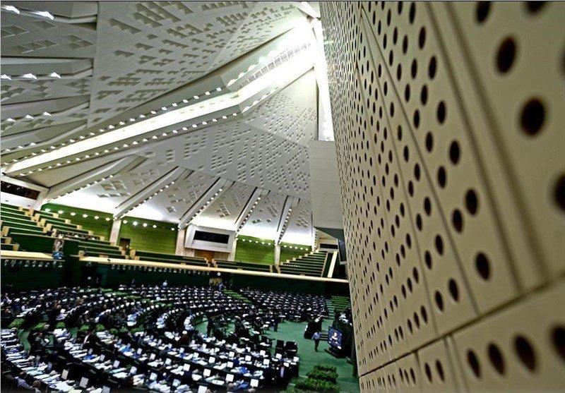 لیست ۱۰۰ نفره آقازادههای بورسی در دست آقای نماینده/ممانعت از حضور کارگران هفت تپه در پارلمان