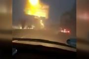 فیلم | سقوط بیلبورد تبلیغاتی بر اثر طوفان در رامسر