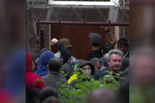 فیلم | درگیری رومانیاییها با پلیس در حاشیه انتخابات پارلمان اروپا