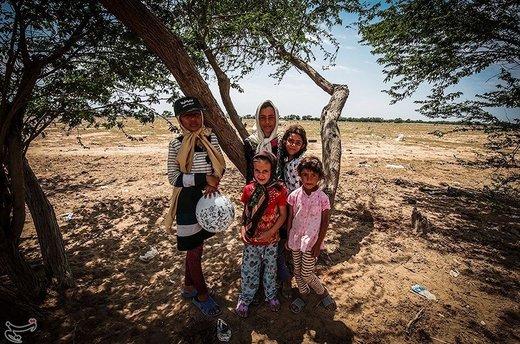 اردوگاه یادمان ثامن الائمه در جنگلهای شهرستان حمیدیه دایر شده است و 352 نفر از افراد آسیبدیده در این اردوگاه حضور دارند که آغاز ماه رمضان، گرم شدن هوا و عدم وجود سیستم سرمایشی در کنار گرد و غبار ناشی از گل و لای خشک شده، تحمل اوضاع را برای سیلزدگان به ویژه کودکان سخت کرده است