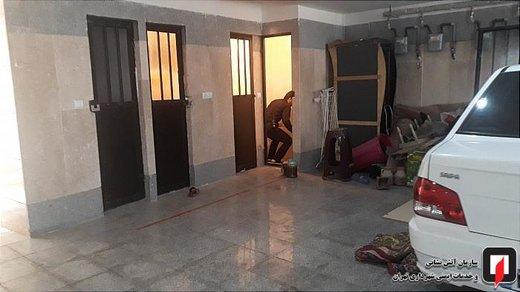 سقوط یک کودک به داخل درز انقطاع بین دو ساختمان در خیابان فلاح