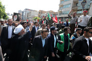 تصاویر   حسن روحانی در بین آحاد مختلف مردم در راهپیمایی روز قدس
