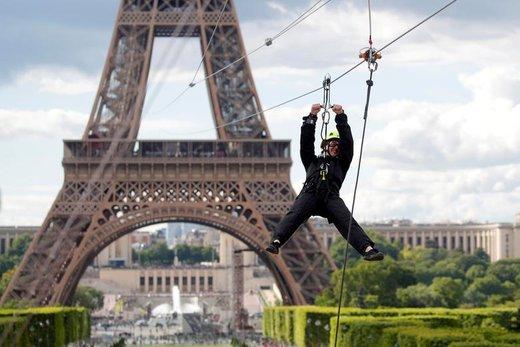 زیپلاین در  برج ایفل پاریس