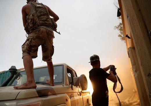 درگیری جنگجویان وفادار به دولت لیبی با نیروهای وفادار به خلیفه حفتر در حومه شهر طرابلس لیبی