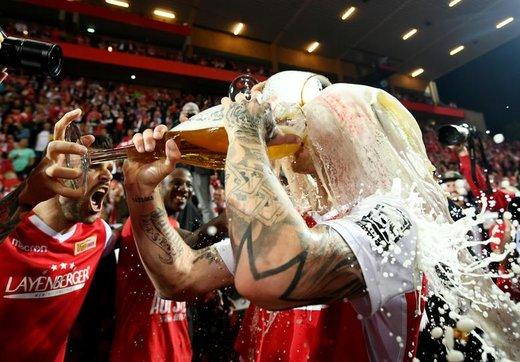 پیروزی و جشن بازیکنان تیم فوتبال یونیون برلین در برابر اشتوتگارت