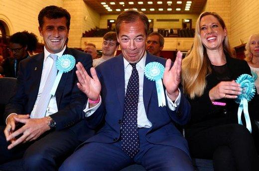 واکنش نایجل فراژ، رهبر حزب برگزیت، به نتایج انتخابات پارلمانی اروپا در ساوتهمپتون انگلستان
