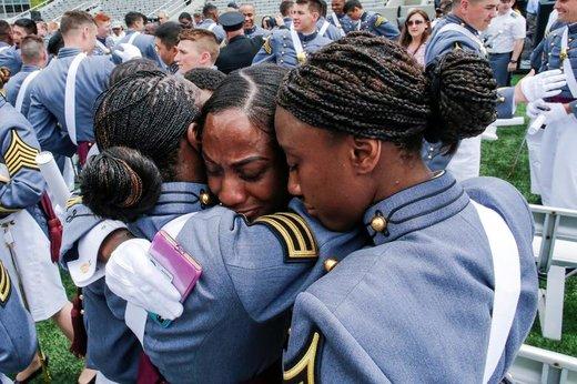زنان آفریقایی- آمریکایی تبار از آکادمی نظامی آمریکا، فارغالتحصیلی خود را در وستپوینت ایالت نیویورک جشن میگیرند