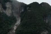 فیلم | ریزش هولناک کوه مردم شهر را فراری داد