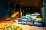 سالن سینمای عجیبی که بیشتر شبیه به اتاق خواب است! +تصاویر