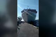 فیلم | لحظه برخورد کشتی کروز با اسکله و لهکردن کشتی تفریحی در ونیز