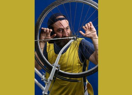 «مرگ خندهدار یک دوچرخهسوار استقامت» روی صحنه