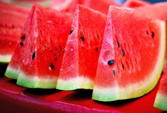 ۲۰ تن هندوانه رایگان برای مناطق کمبرخوردار ارومیه اختصاص یافت