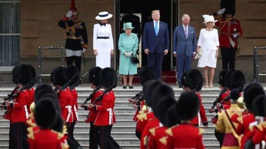نحوه دست دادن ترامپ با ملکه جنجالی شد!/ عکس