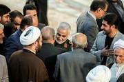 عکسی از سردار سلیمانی در مرقد امام راحل