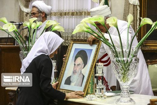 مراسم بزرگداشت ارتحال امام خمینی (ره) از سوی انجمن زرتشتیان