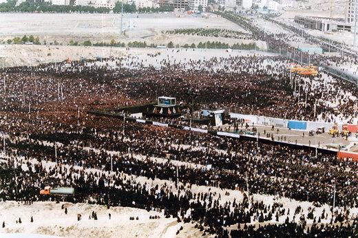 فیلم | گزارش زنده تلویزیون از مراسم خاکسپاری امام(ره) در سال ۶۸