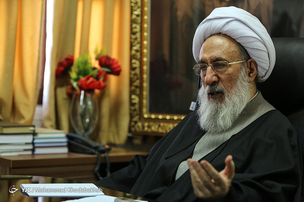5202780 - احمدینژاد بدنبال اخراج شدن/مجمع تشخیص حکم اخراج را صادر میکند؟